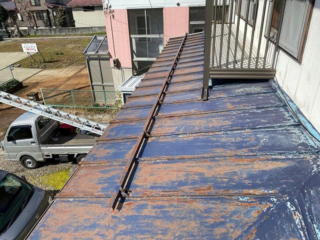 上越市寺町地内で雨漏りのご相談を受け現地調査に伺い工事のご用命をいただいた報告