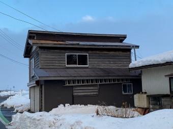 突風で屋根剥がれた